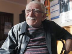 Мэтр вернулся в родной театр: Армен Джигарханян впервые после болезни провел сбор театральной труппы