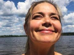 «Вот это здоровье, какие формы»: постройневшая Ирина Пегова похвасталась эффектным телосложением на пляже