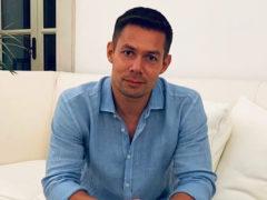 До сих пор не расплатился с долгами: певец Стас Пьеха продал активы и квартиру ради борьбы за жизнь