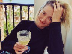 """Оседлала """"быка"""" и прыгнула в море: Надежда Михалкова наслаждается жизнью после свадьбы бывшего мужа"""