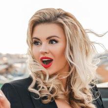 Миллионер отдал крупную сумму за один ужин с Анной Семенович: певица получила шанс обрести личное счастье
