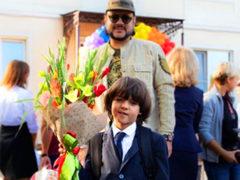 Звездные первоклассники: сын Юлии Барановской, дочь актера Анатолия Руденко и другие дети знаменитостей