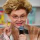 """""""Как тебе не стыдно?"""": Елена Малышева устроила нагоняй 86-летней матери из-за копченой колбасы в холодильнике"""