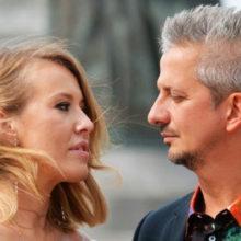 Сразу после регистрации брака Собчак и Богомолов отправились на венчание в карете и эффектных нарядах