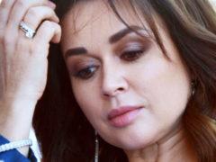 Анастасию Заворотнюк перевели в обычную палату: актрису готовят к хирургическому удалению опухоли мозга