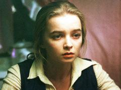 Наталья Вавилова, сыгравшая в фильме «Москва слезам не верит», спасает любимого мужа от серьезной болезни