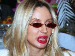 Светлана Лобода показалась на отдыхе без грамма макияжа: новые фотографии звезды испугали поклонников
