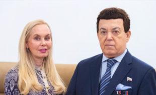 Нелли Кобзон, создающей мемориальный музей Иосифа Давыдовича, предложили продать с аукциона его парики