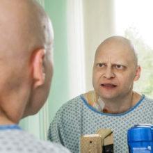Зеленый чай, «чудесные энзимы» и заряженная вода: чем советовали онкологу Андрею Павленко лечить 4 стадию рака
