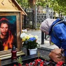 Еще она чудотворная могила: захоронение Игоря Талькова исцеляет от алкоголизма и дурного глаза мужчин всех возрастов