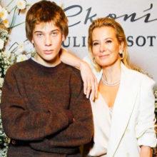 «Сынуля — красотуля»: Юлия Высоцкая похвасталась юным сыном-Аполлоном на собственной презентации модной обуви