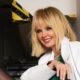 Певица Валерия показала себя без ретуши в супер-мини и высоких сапогах: социальные сети вынесли свой вердикт