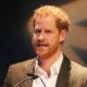 Напряжение в королевской семье нарастает: принц Гарри публично отказался от королевского титула, попросив называть себя по имени