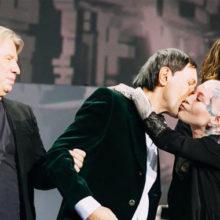 После инсульта Николай Носков впервые сам покинул сцену: публика была растрогана и долго аплодировала сильному духом певцу