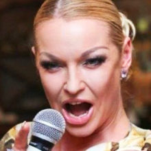 Волочкова завязала с балетом и взяла микрофон: звезда перепела песню Пугачевой, но одобрения не получила