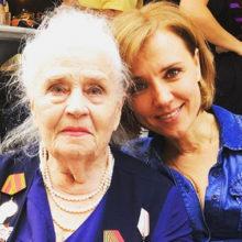 Естественной красотой этих женщин можно любоваться бесконечно: Ксения Алферова показала фотографии мамы и бабушки