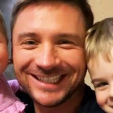 Мимимишность зашкаливает: Сергей Лазарев показал, как старший сын Никита учит младшую дочь Анну разговаривать