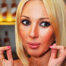 Откачала гель и вернула естественную форму губ: телеведущая Лера Кудрявцева стала выглядеть гораздо моложе