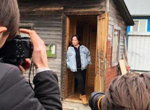 Лариса Гузеева, которая еще недавно жаловалась на нарушивших самоизоляцию москвичей, сама собирает на даче толпу
