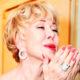 «Коллега или любовник»: Любовь Успенская засветилась на фото в обнимку с молодым певцом, поглаживая его щеку