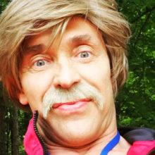 Годы берут свое: потерявший бизнес Сергей Глушко остриг волосы, отрастил усы и превратился в «школьного физрука»