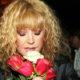 Фанаты Аллы Пугачевой и Максима Галкина нашли суррогатную мать Гарри и Лизы: малыши подарили ей огромный букет роз